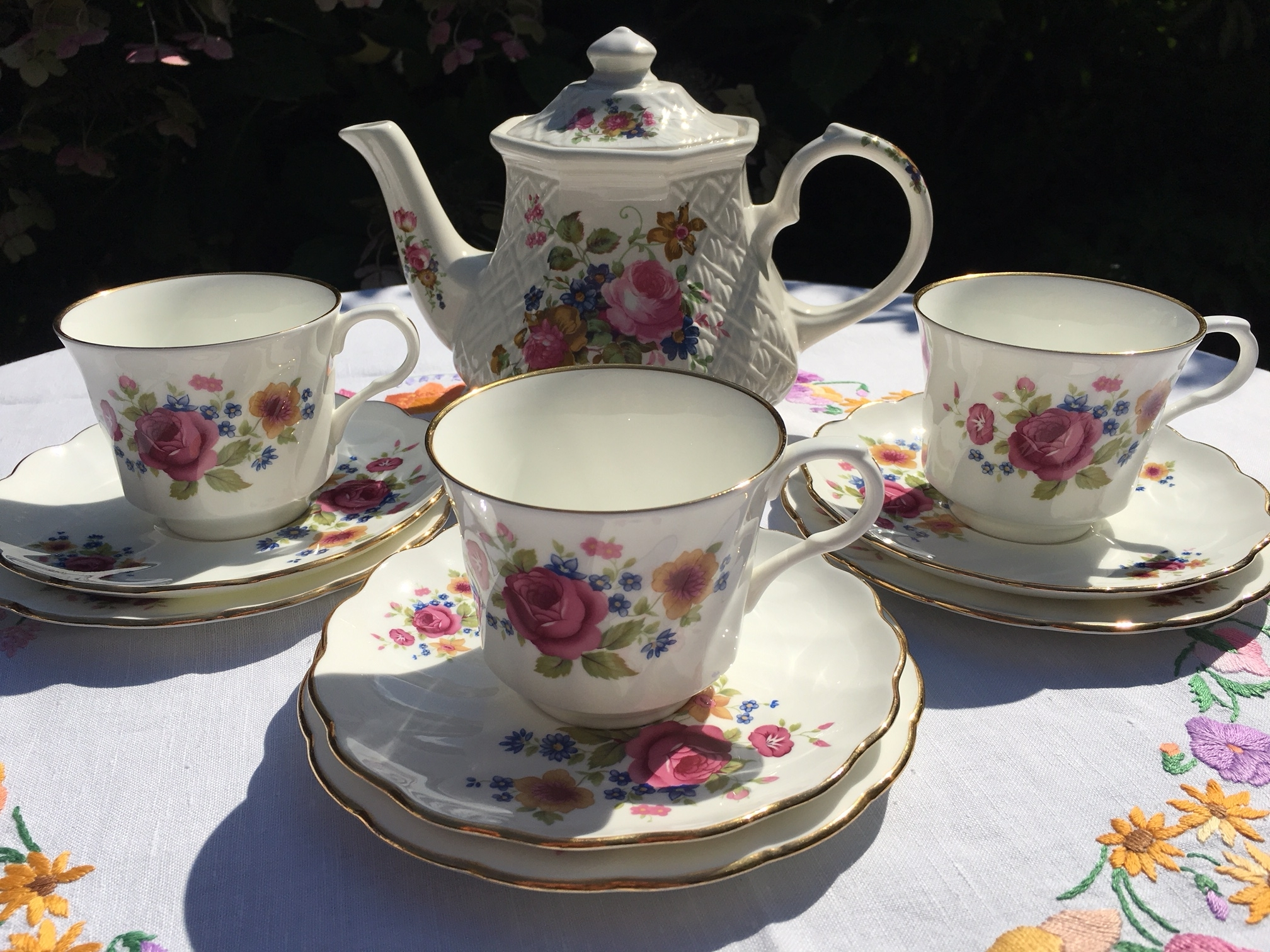 Royal Victoria trios with Sadler teapot