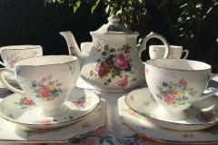 Sadler teapot with pretty vintage teaset